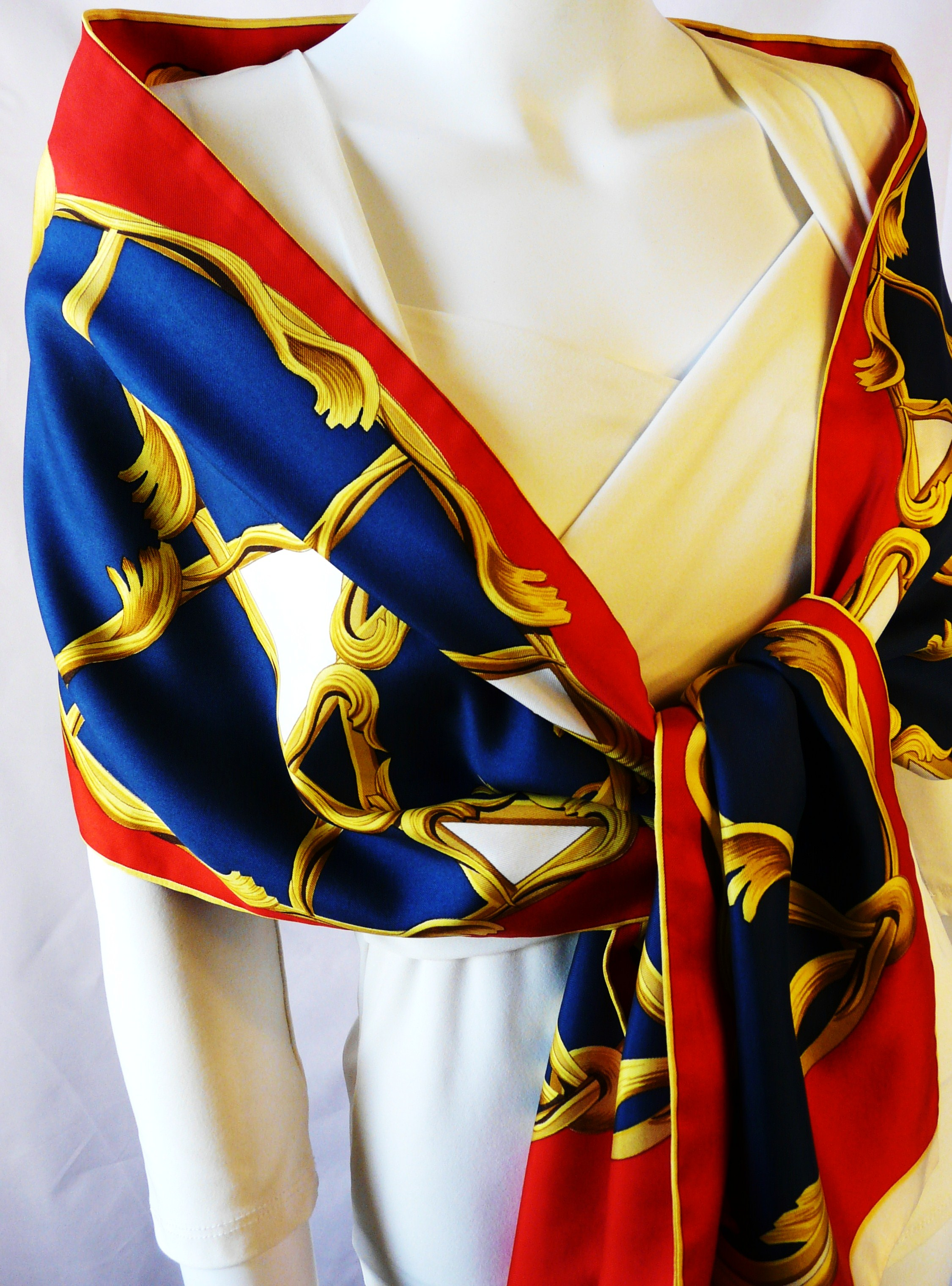 the stunning herm 232 s opera scarf or 201 charpe carre de