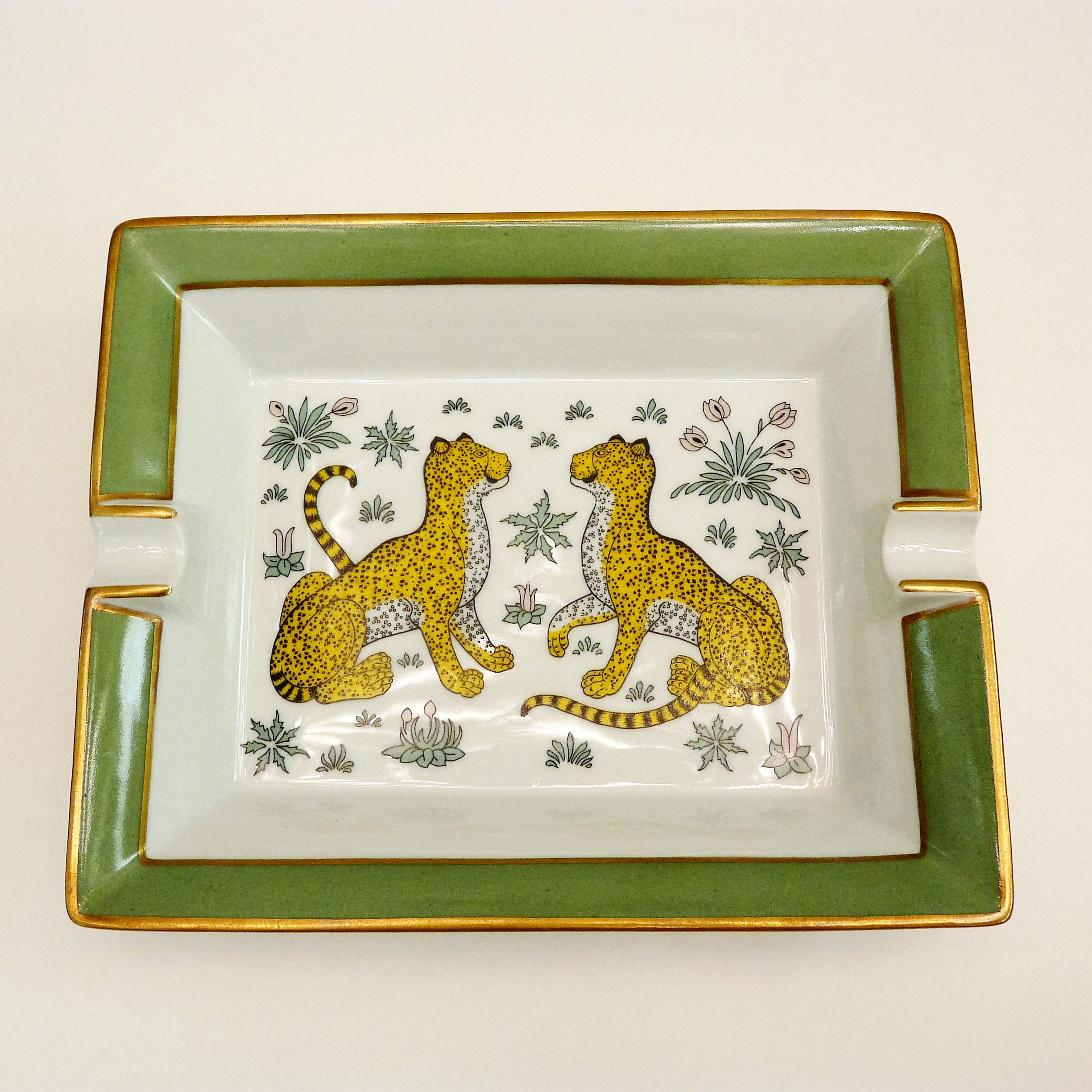 Authentic Hermes Limoges Porcelain Cigar Ashtray Cheetah Guépards Leopards Made In France